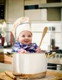 Cocinero del bebé en un pote de acero Foto de archivo libre de regalías