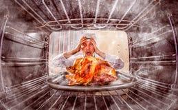 Cocinero divertido perplejo y enojado ¡El perdedor es destino! fotografía de archivo