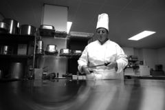 Cocinero en cocina Foto de archivo libre de regalías