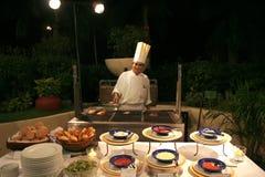 Cocinero en el restaurante de la comida fría Foto de archivo libre de regalías