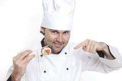 Cocinero en el sombrero del cocinero con el sushi Fotos de archivo libres de regalías