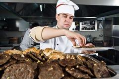 Cocinero en el trabajo imagen de archivo libre de regalías