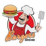 Cocinero feliz que sirve una muestra deliciosa de la hamburguesa Fotos de archivo libres de regalías