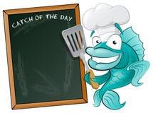 Cocinero lindo Fish con el tablero de la espátula y del menú. Fotografía de archivo