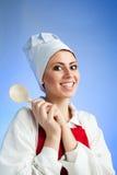 Cocinero medieval con la cuchara de madera Foto de archivo