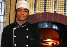 Cocinero menor en el restaurante de la pizza Fotografía de archivo