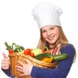 Cocinero menor que sostiene una cesta con los vehículos Imagen de archivo
