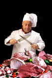 Cocinero o carnicero con una variedad de comida cruda Foto de archivo libre de regalías