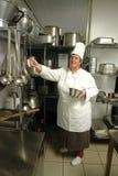 Cocinero que se prepara para cocinar Imagen de archivo