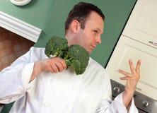 Cocinero y bróculi Imagenes de archivo