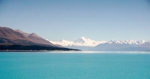 Cocinero y lago Pukaki, alto país de Cantorbery, isla del sur, Nueva Zelanda del soporte de Aoraki Fotografía de archivo libre de regalías