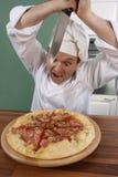Cocinero y pizza Foto de archivo libre de regalías