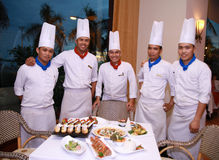 Cocineros en el restaurante Imagen de archivo libre de regalías