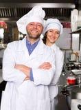 Cocineros profesionales que trabajan en para llevar Fotografía de archivo