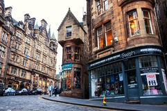 Cockburn街在爱丁堡,苏格兰 免版税库存照片