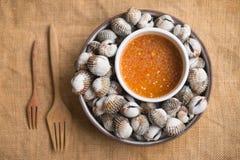 Cockles θαλασσινά που βράζονται στο πιάτο Στοκ Εικόνες