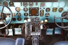 Cockpit av Douglas DC-3 Fotografering för Bildbyråer