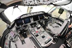 Cockpit av en Boeing 787 Dreamliner på Singapore Airshow 2012 Royaltyfria Foton