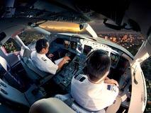Cockpit av modernt passagerarestrålflygplan Fotografering för Bildbyråer