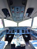 Cockpit av Sukhoi Superjet 100 på Singapore Airshow Fotografering för Bildbyråer