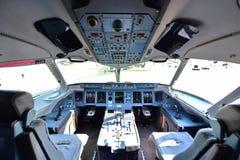 Cockpit av Sukhoi Superjet 100 på Singapore Airshow Royaltyfria Foton