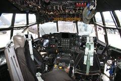 Cockpit C-130 Herkules lizenzfreies stockbild