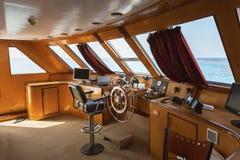 Cockpit des Bootes im Sonnenlicht stockfotografie