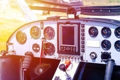 Cockpit des kleinen Flugzeuges stockbild
