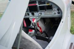 Cockpit des kleinen Sportlichtflugzeuges lizenzfreies stockbild