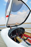Cockpit des Leichtflugzeugs stockbild