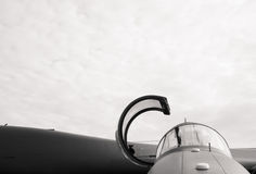Cockpit des Militärkampfflugzeugs lizenzfreie stockfotografie