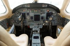 Cockpit des Privatsache-Jets stockfoto