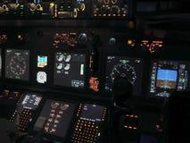 Cockpit eines Flugzeuges Boeings 737 lizenzfreie stockbilder