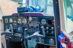 Cockpit eines kleinen Flugzeuges lizenzfreies stockbild