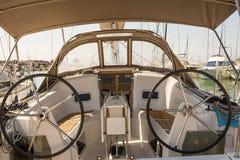 Cockpit eines Segelboots lizenzfreies stockbild