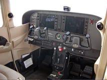 Cockpit för Cessna modell 172R Arkivbild