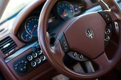 Cockpit Maseratis GranTurismo S Stockbild