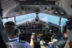 Cockpit mit Kapitän stockfoto