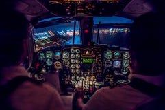 Cockpit nachts stockfoto