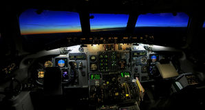 Cockpit på solnedgången arkivbilder