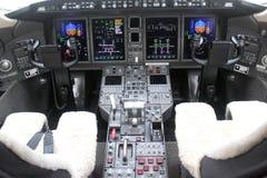 Cockpit und Brett eines Flugzeuges Stockfotos