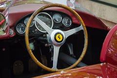 Cockpit van een sportwagen Ferrari 500 RT, 1956 Stock Afbeelding
