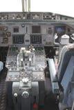 Cockpit von einem Cityhopper, Schiphol-Flughafen, Netherlan lizenzfreies stockbild