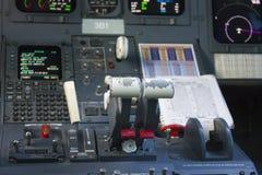 Cockpitpassagierflugzeug Das Lenkrad Stockfotografie