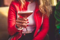 Cocktail à disposição Foto de Stock Royalty Free