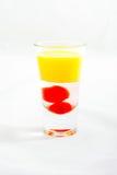 Cocktail affettato del colpo su fondo bianco Fotografie Stock