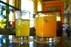 Cocktail agradáveis na barra Foto de Stock