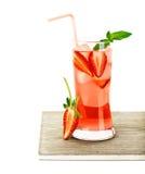 Cocktail al gusto di frutta rosso della fragola immagini stock libere da diritti