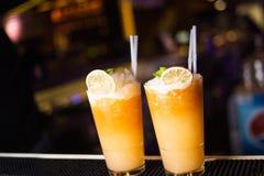 Cocktail alcolico con l'agrume Fotografie Stock Libere da Diritti