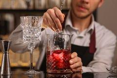 Cocktail alcoolique frais rouge Cocktail démodé photo libre de droits